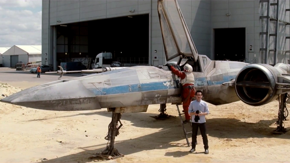 j-j-abrams-unveils-star-wars-episode-vii-x-wing-starfighter-01.jpg