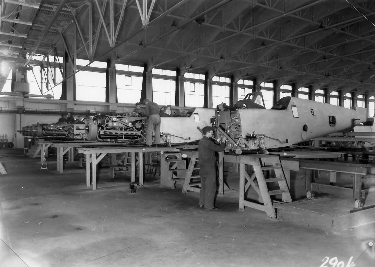 Messerschmitt_Bf109_assembly_line_WNF_2.jpg