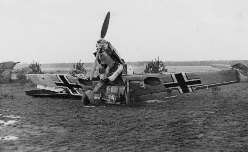 Wreckage_of_Messerschmitt_Bf_109.jpg