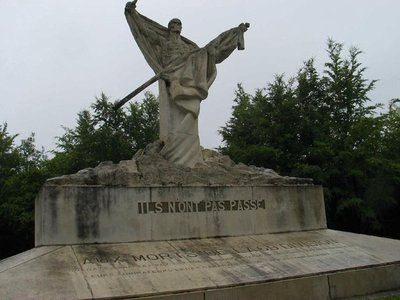 4513659-dramatic_memorial_to_the_dead_of_the_69th_division_verdun_sur_meuse.jpg