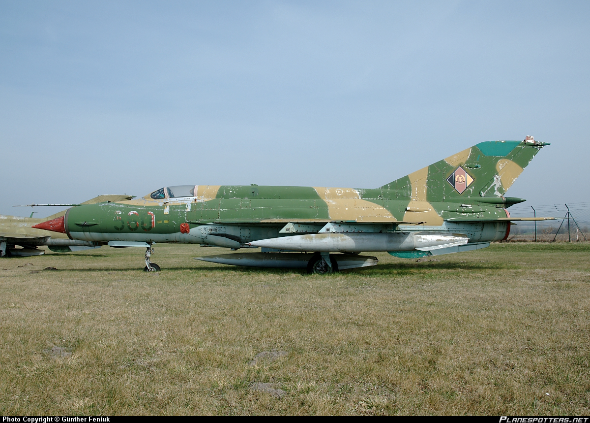 560-East-German-Air-Force-_PlanespottersNet_263776.jpg