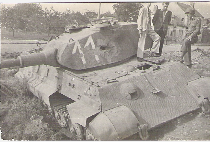 Knocked out King Tiger Chateaudun, France Aug 1944.jpg