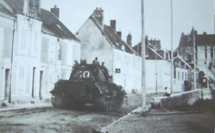 fkl316_n_10_in_town_of_chateaudun_16_08_44.jpg