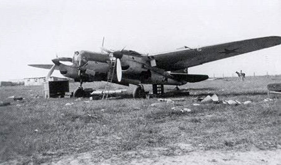 Tupolev-SB-2M103-VVS-captured-by-Wehrmacht-1941-01.jpg
