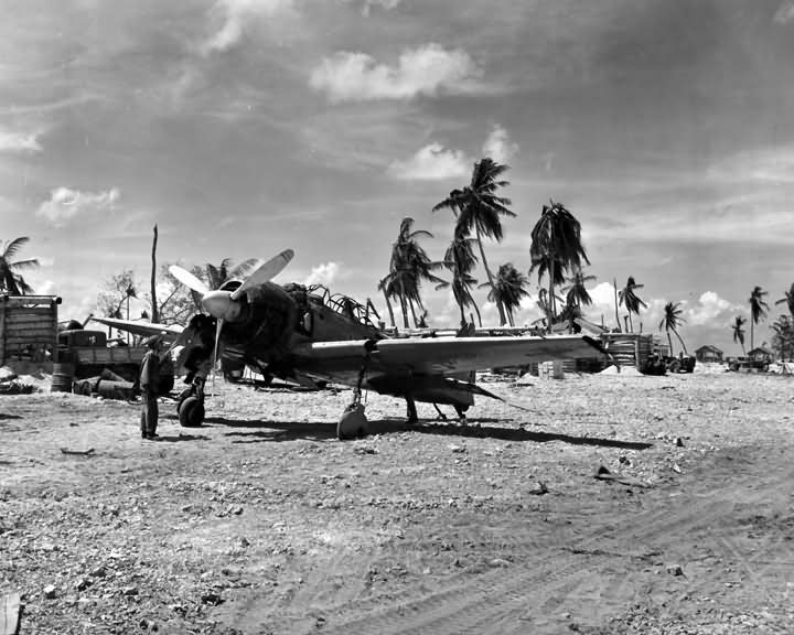 A6M_Zero_fighter_found_in_Marshall_Islands_1944.jpg