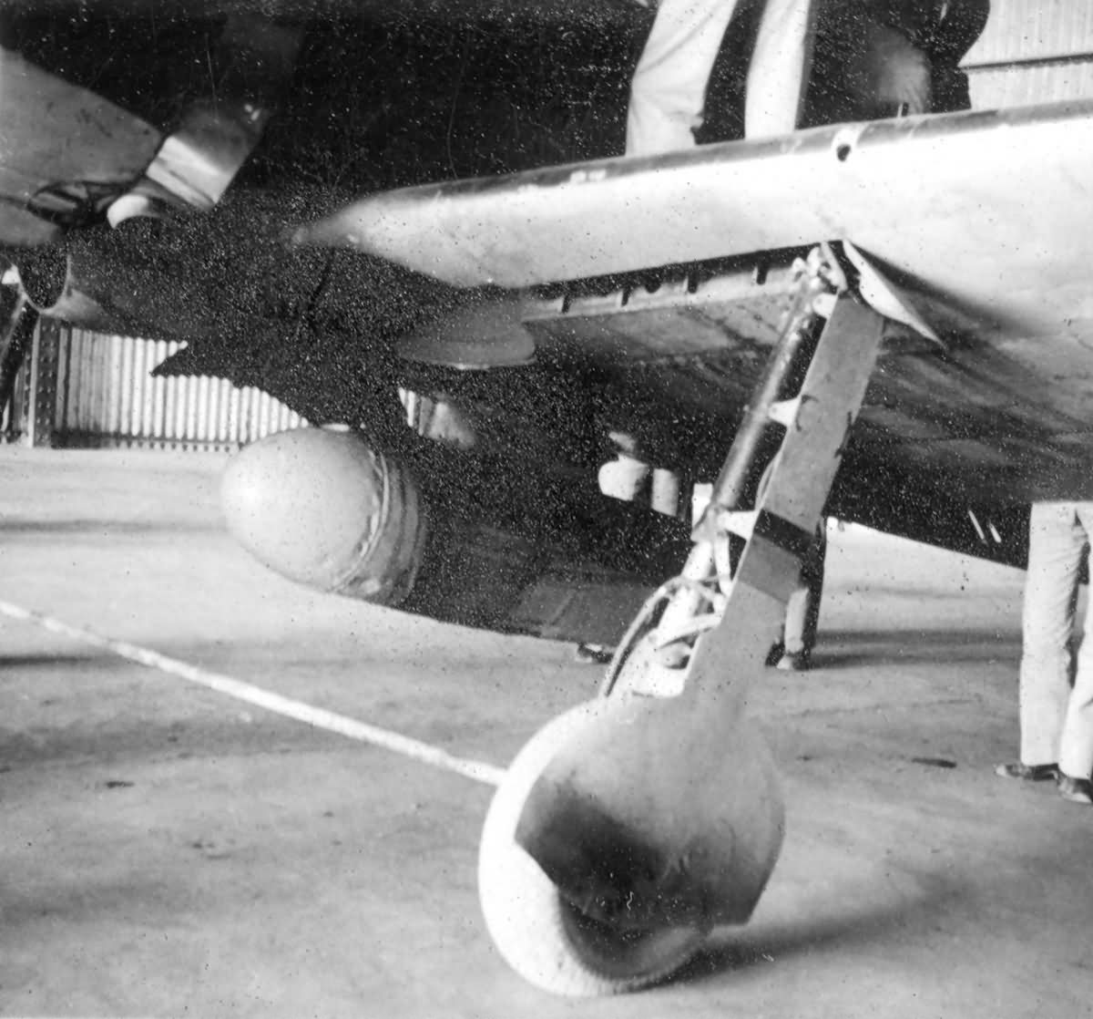 Captured_A6M2_Zero_V-172_landing_gear.jpg