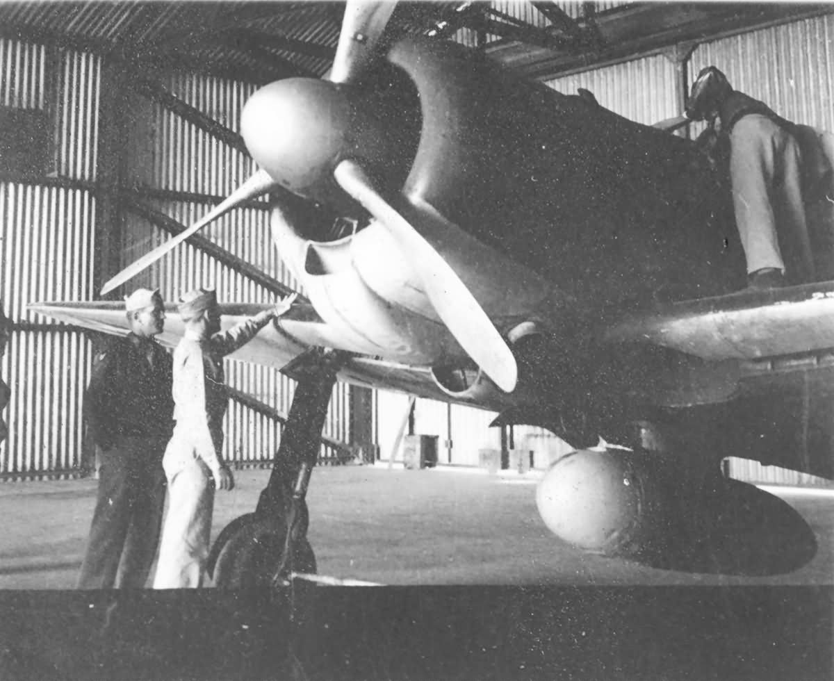 Captured_Mitsubishi_A6M2_Zero_V-172.jpg