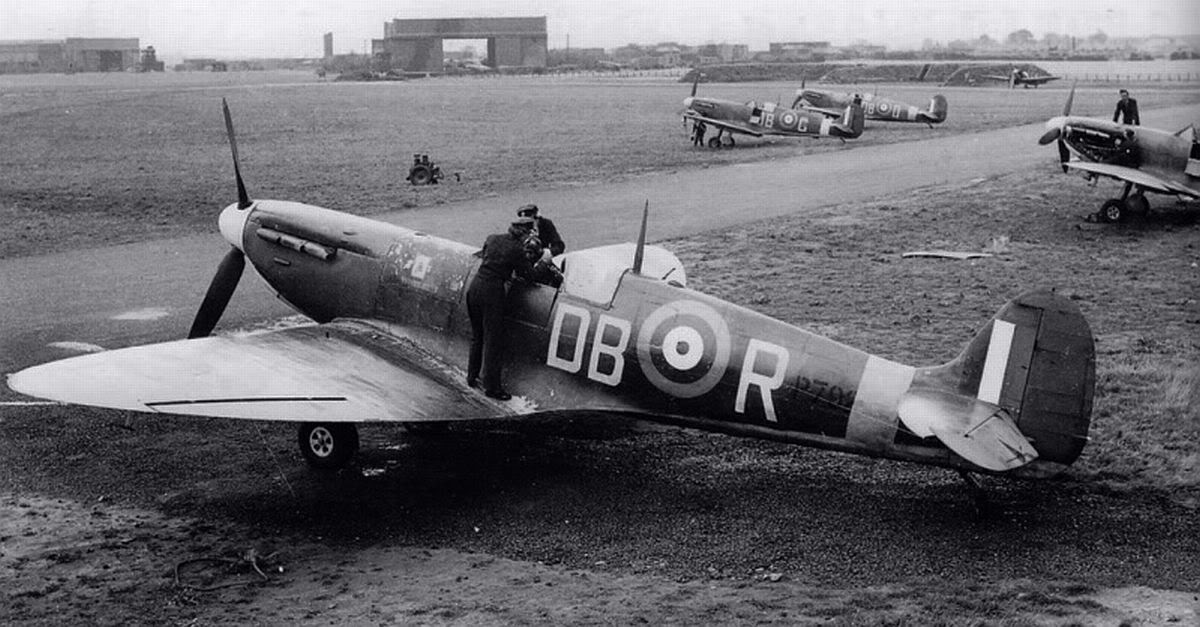 Spitfire, RCAF, 411.Sqn, Digby, Lincolnshire.jpg