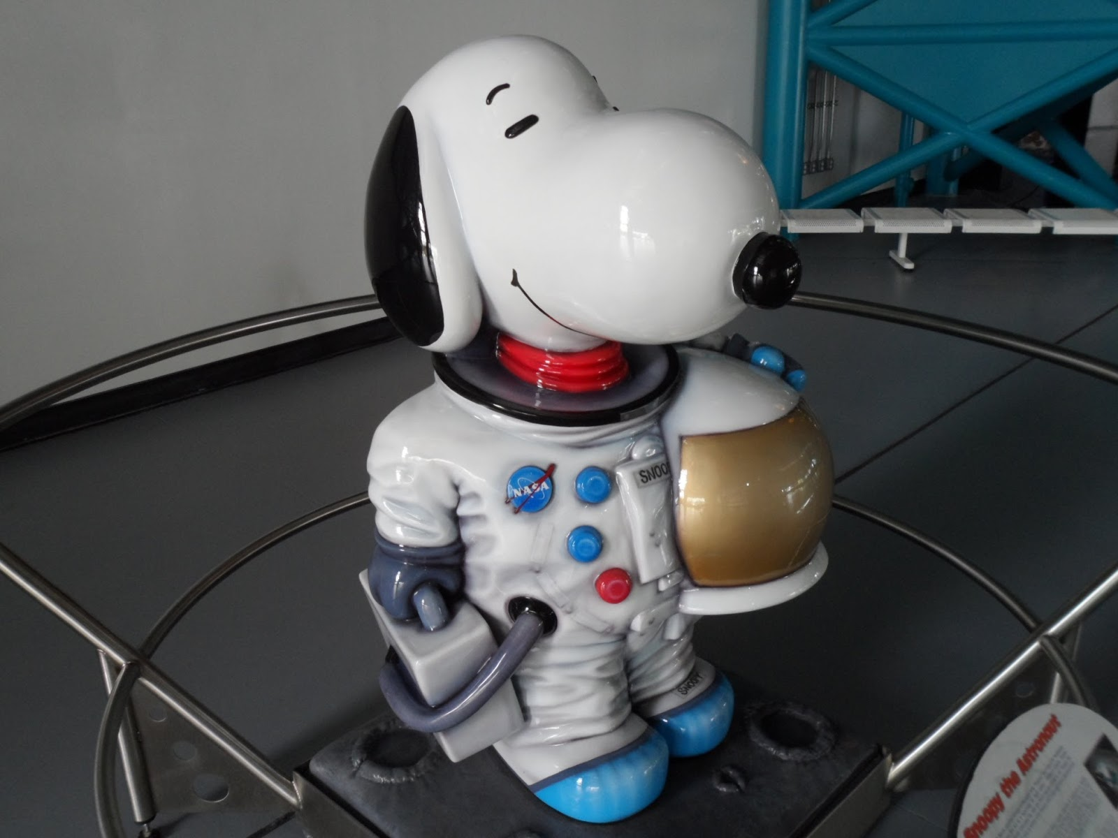 snoopy astronaut better than statue.jpg