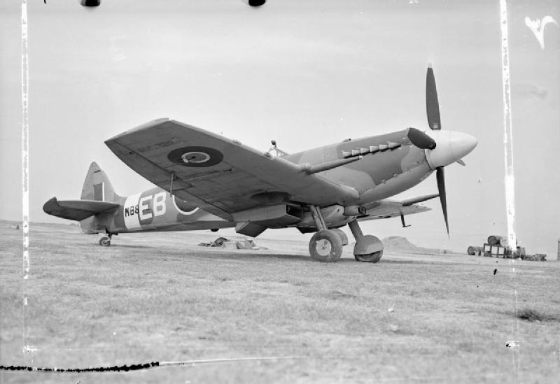 Aircraft_of_the_Royal_Air_Force__1939-1945-_Supermarine_Spitfire._CH12726A.jpg