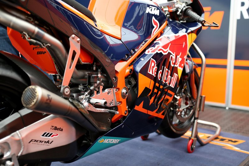 a-first-look-at-the-fairing-and-graphics-of-the-all-new-2017-ktm-rc16-motogp-bike.jpeg