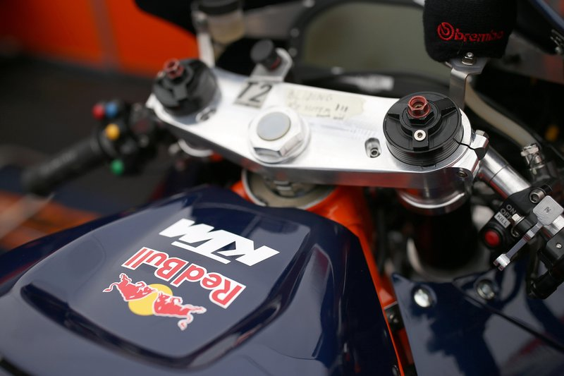 the-cockpit-of-the-all-new-red-bull-ktm-factory-racing-rc16-2016-motogp-bike.jpeg