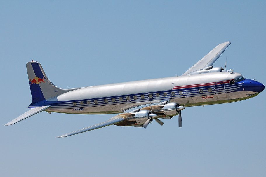 507307__dc-6b-in-flying-bulls-paint_p.jpg