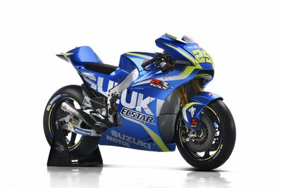 suzuki_gsx-rr_2017_29_half-front-right.gallery_full_top_fullscreen.jpg