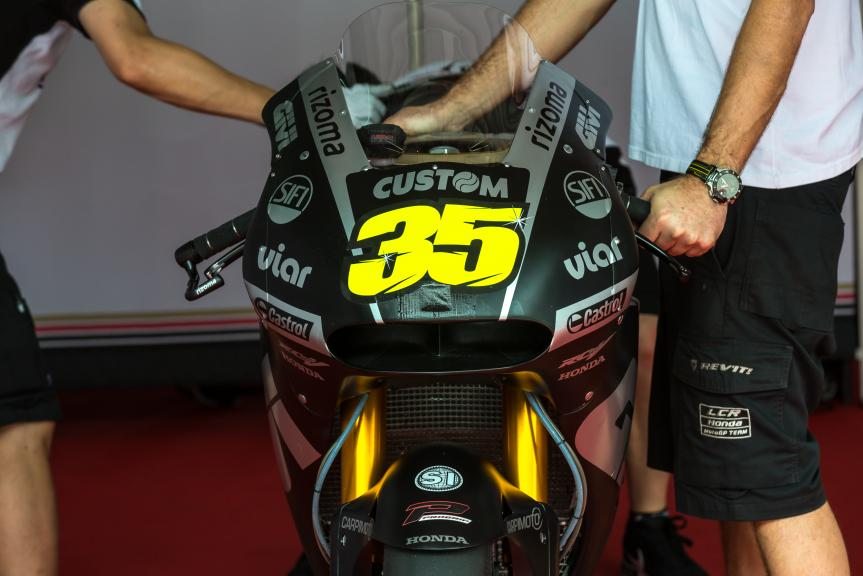 35-cal-crutchlow-eng_gp_0063.gallery_full_top_md.jpg