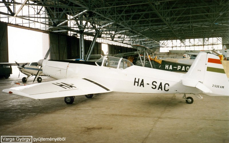 Z-526 AM HA-SAC_04.jpg