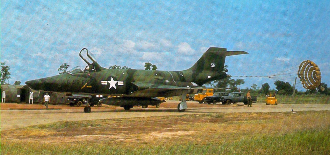 800px-RF-101A_33rd_TG_after_landing_at_Tan_Son_Nhut_c1965_zps8669bcfc.jpg