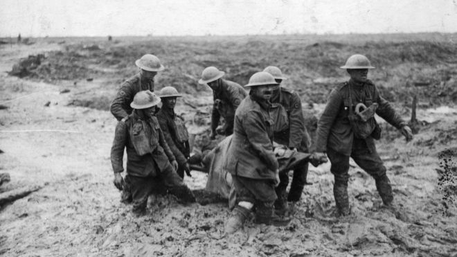 22.8.a-Soldiers-in-the-mud-at-the-battle-of-Passchendaele.jpg-nggid06107655-ngg0dyn-700x0x100-00f0w010c010r110f110r010t010.jpg