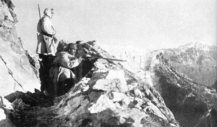 23.8.b-Austrian-troops-in-the-Alps-watching-for-Italian-troops.jpg-nggid06107662-ngg0dyn-700x0x100-00f0w010c010r110f110r010t010.jpg