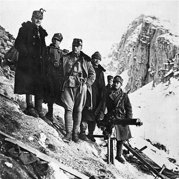 23.8.b-Austro-Hungarian-soldiers-in-the-Italian-alps.jpg-nggid06107663-ngg0dyn-700x0x100-00f0w010c010r110f110r010t010.jpg