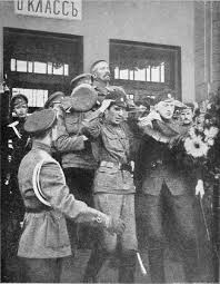 27.8.bb-General-Kornilov's-welcome-in-Moscow.jpg
