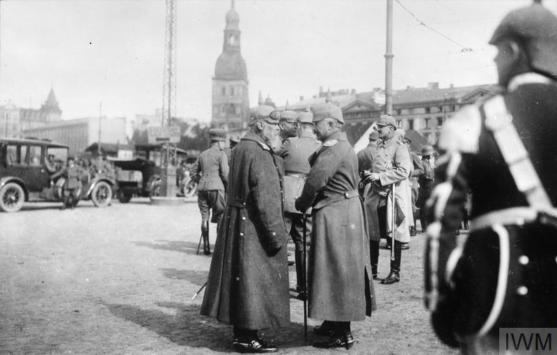 6.9.a Kaiser Wilhelm II in Riga with Prince Leopold of Bavaria.jpg