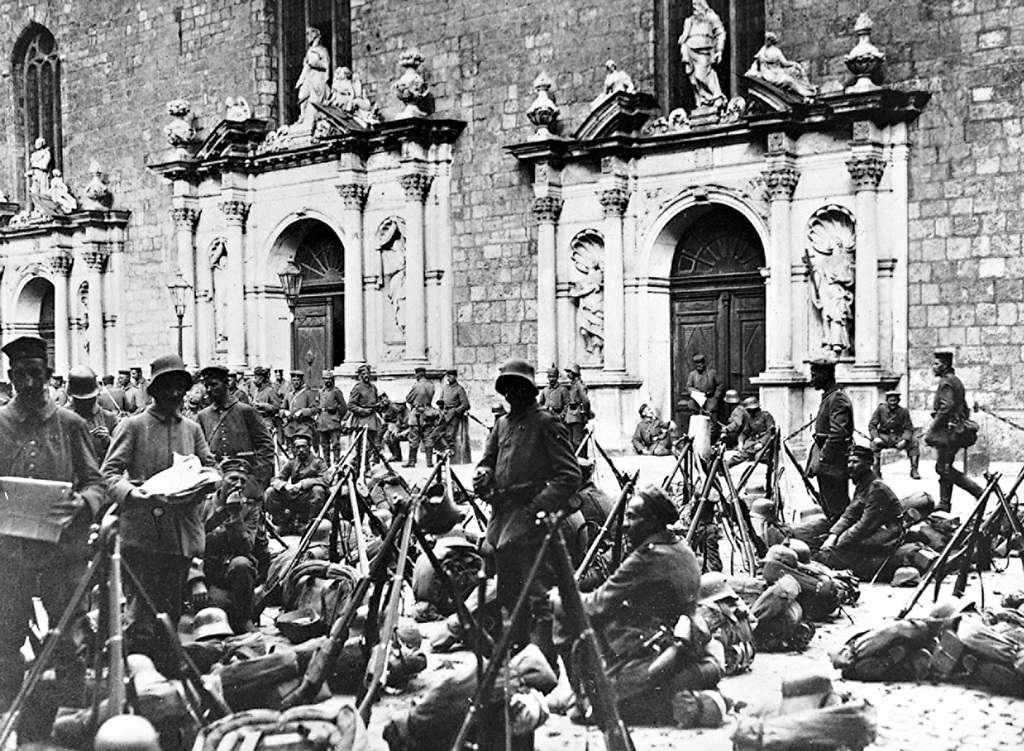 19.9.a German troops rest in front of a church in the city of Riga.jpg