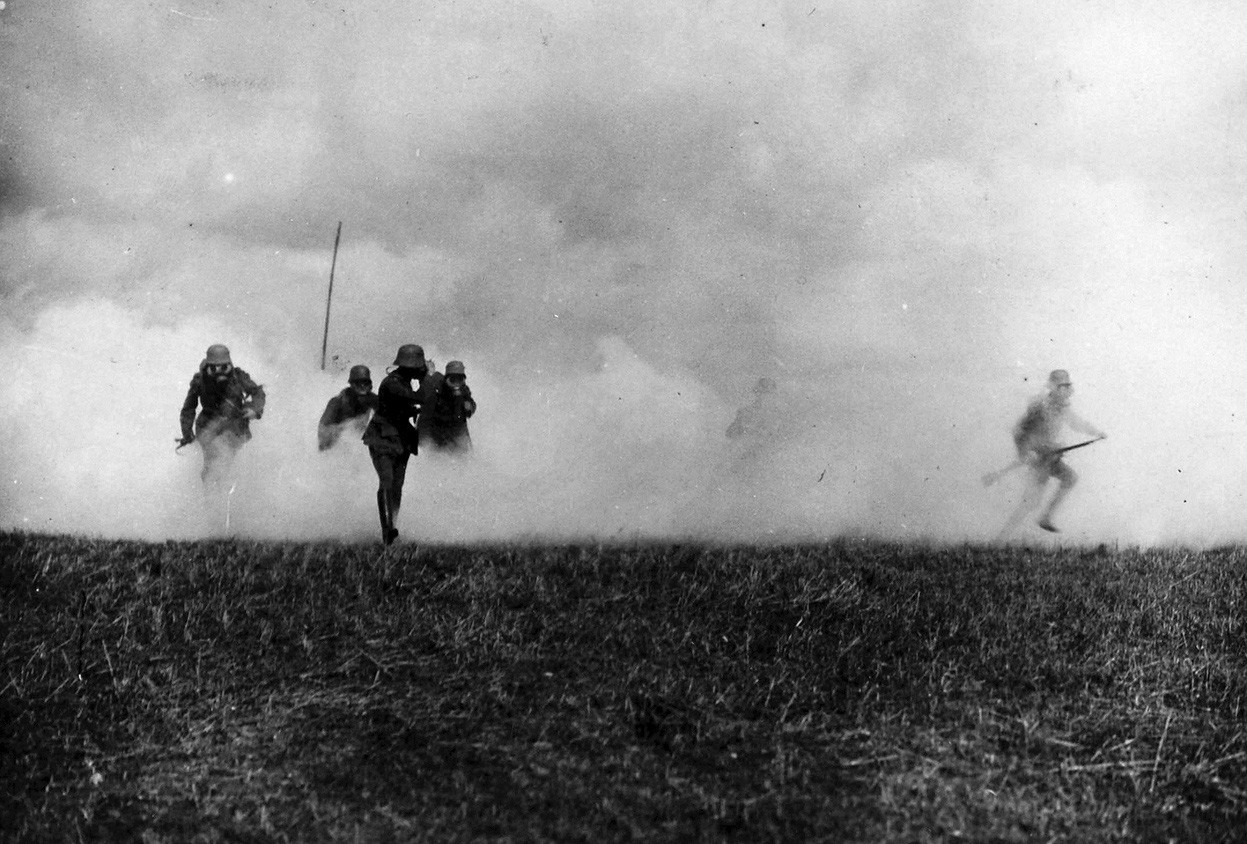 27.9 German soldiers flee from a gas attack on the Flanders Front..jpg
