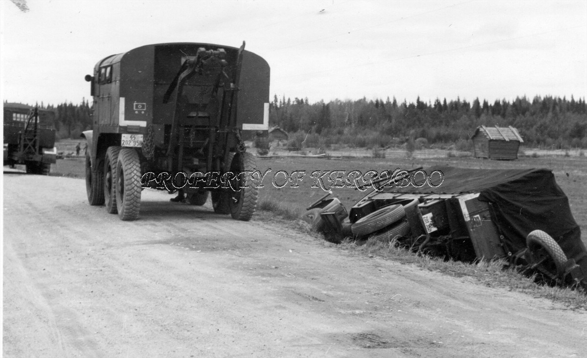 Two SS tow-trucks, including beute Scammell R100.jpg