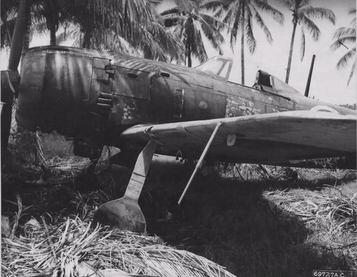 Ki-84_hayate_unknown-sentai_captrd_Cebu-IS_PI_1945-NARA-1.jpg