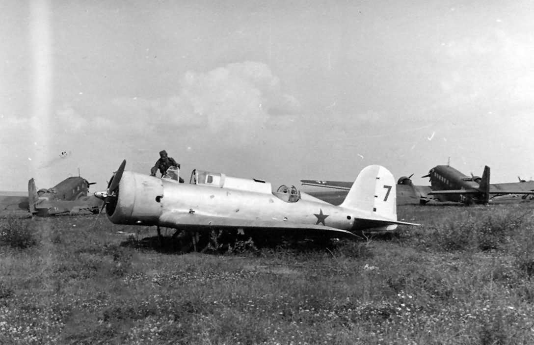 Nieman_R-10_and_Ju_52_eastern_front_russia.jpg