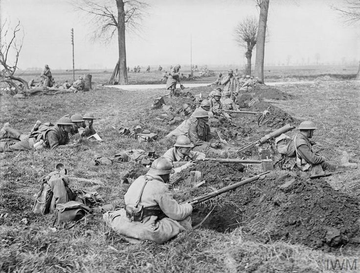 20.2aa French soldiers and a British machine gun crew alongside each other waiting for the the German attack.jpg
