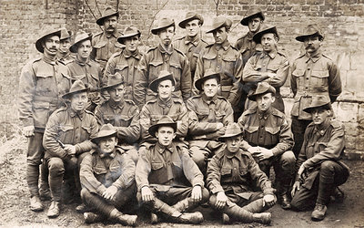11.7a A group of Australian soldiers circa March 1918.jpg