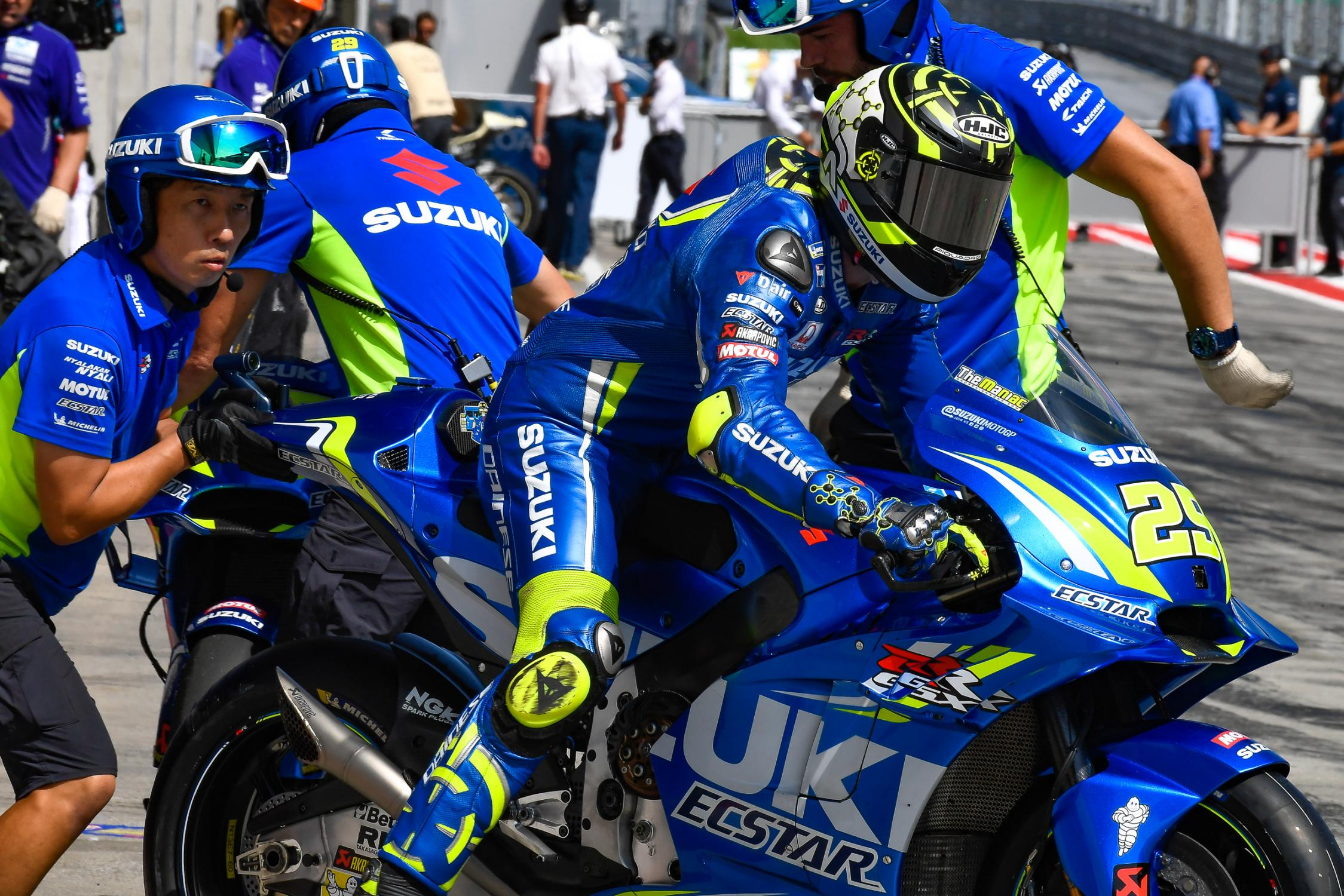 29-andrea-iannone-ita_ds53090.gallery_full_top_fullscreen.jpg