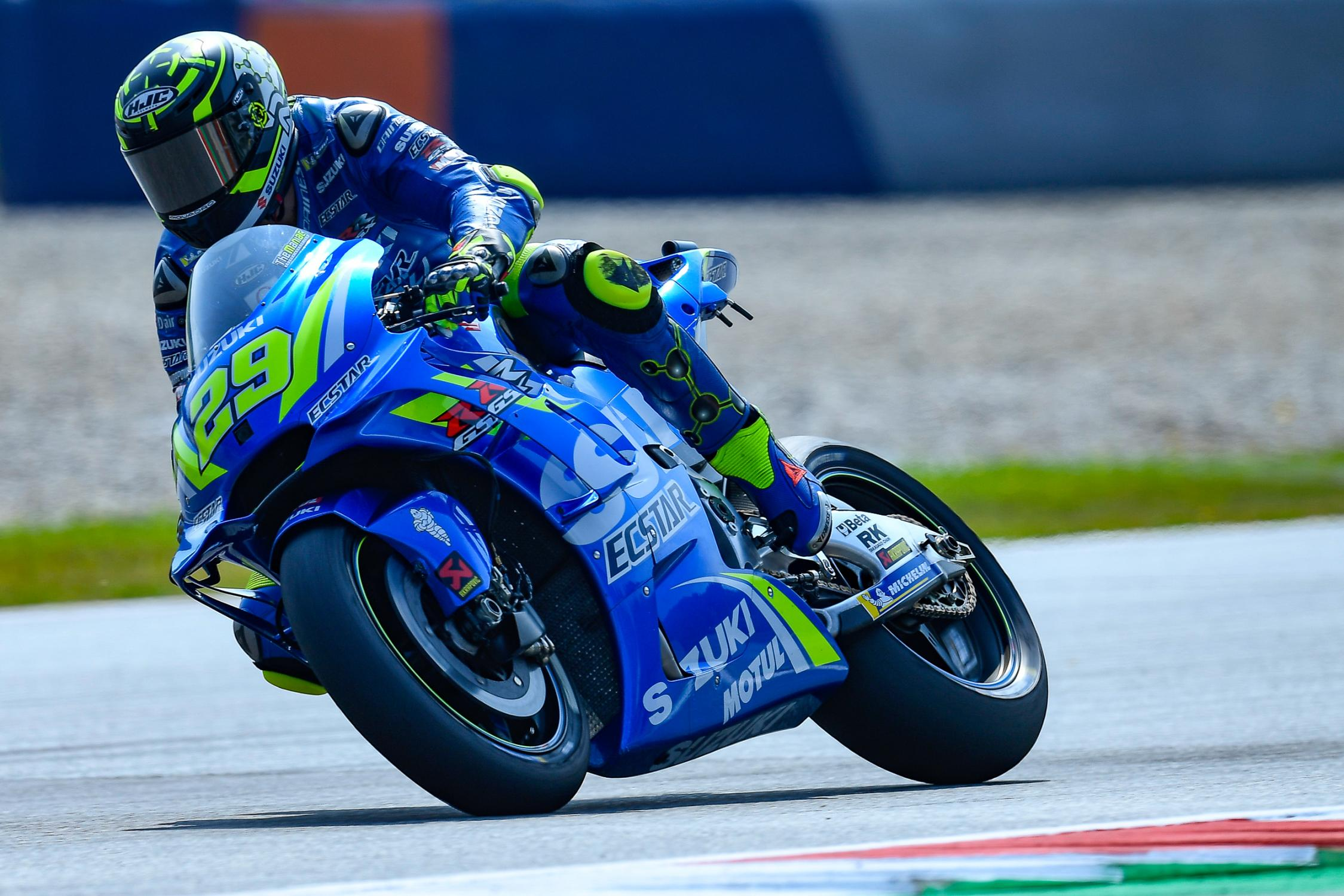 29-andrea-iannone-ita_ds55708.gallery_full_top_fullscreen.jpg