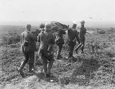 28.8b German_prisoners_carrying_wounded_NZ_soldier,_27_August_1918.jpg