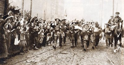 B1 8th-Irish-Battalion-The-Kings-Liverpool-Regiment-entering-Lille-October-1918.jpg