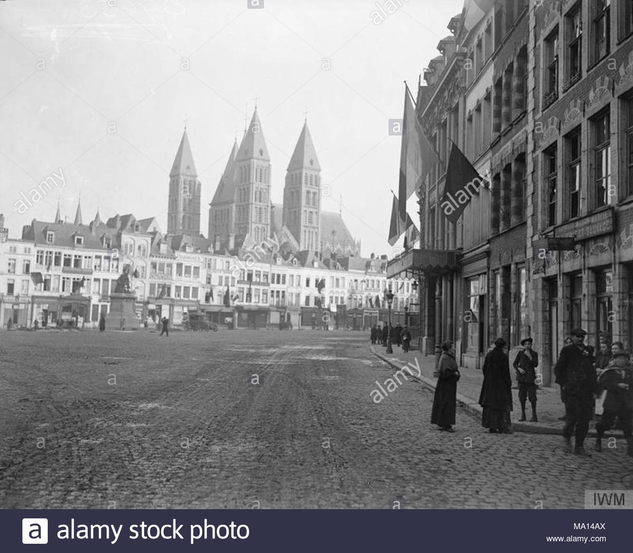 C1 the-hundred-days-offensive-august-november-1918-the-grand-place-and-cathedral-at-tournai-9-november-1918-MA14AX.jpg