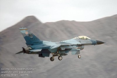 9 25 F-16C Block 32F 87-267 right rear landing l.jpg