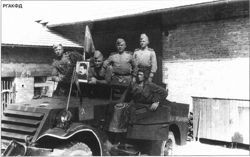 Scouts from the 10th Gds. Mechinised Brigade, 5th Gds. Mechcorps, 4th Gds. Tank Army.jpg
