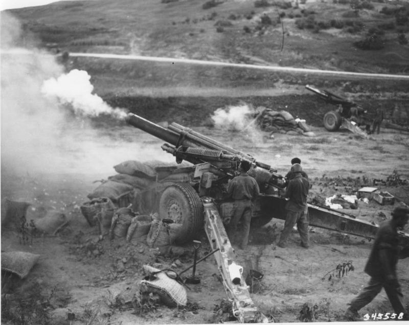 More 155mm Howitzer action, Korea, 1950.jpg