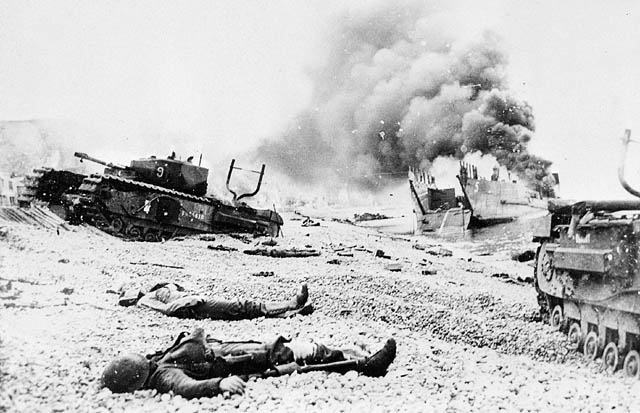 Bodies_of_Canadian_soldiers_-_Dieppe_Raid.jpg