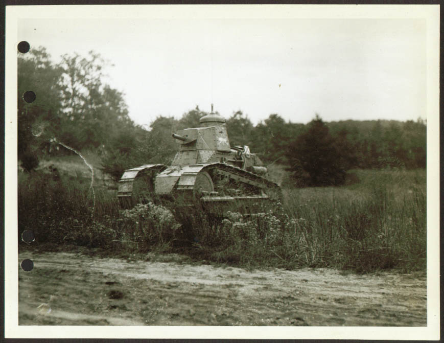 Radio-equipped tank of Gen Malone Ft Meade 6x8 1932.jpg