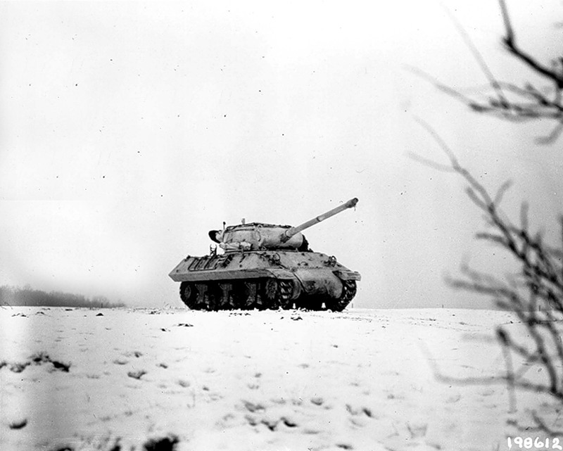 M-36 tank destroyer crosses a field. (3 Jan 1945).jpg