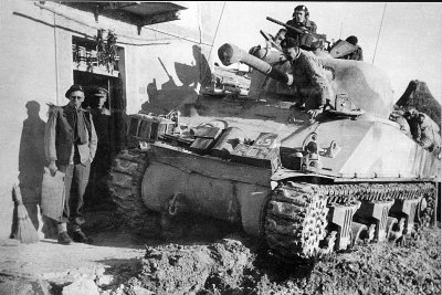 An early Direct Vision M4A2 of the HQ of the 4th Armoured Brigade in Italy, 1944..jpg