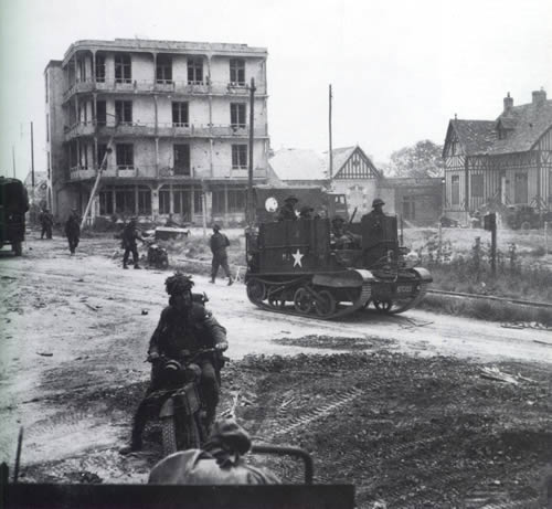 Universal Carrier 33th FA Rgt Hermanville Sur Mer.jpg