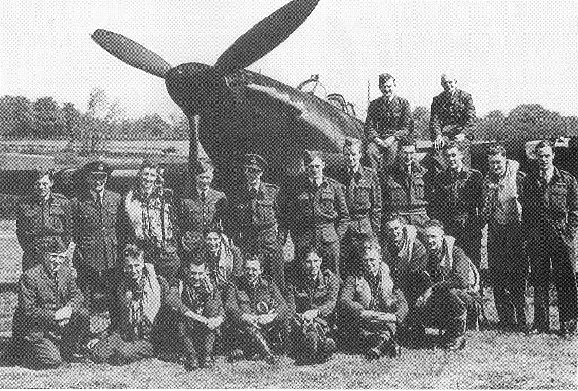 486_Squadron_RNZAF_Wittering_1942.jpg