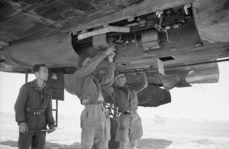 Beaufighter_89sq_CastelBenito_Libya.jpg