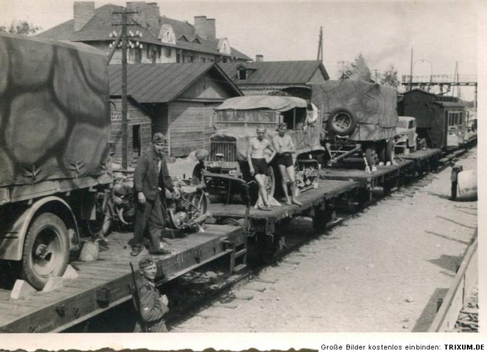 UNIC P107 captured french halftrack loaded on a railcar in Frankreich. SPW U304(f).jpg