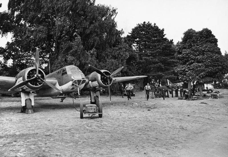 Blenheim Mk IF of No. 25 Squadron taxying at Martlesham Heath, watched by air- and ground crews, 25 July 1940. radar III.jpg